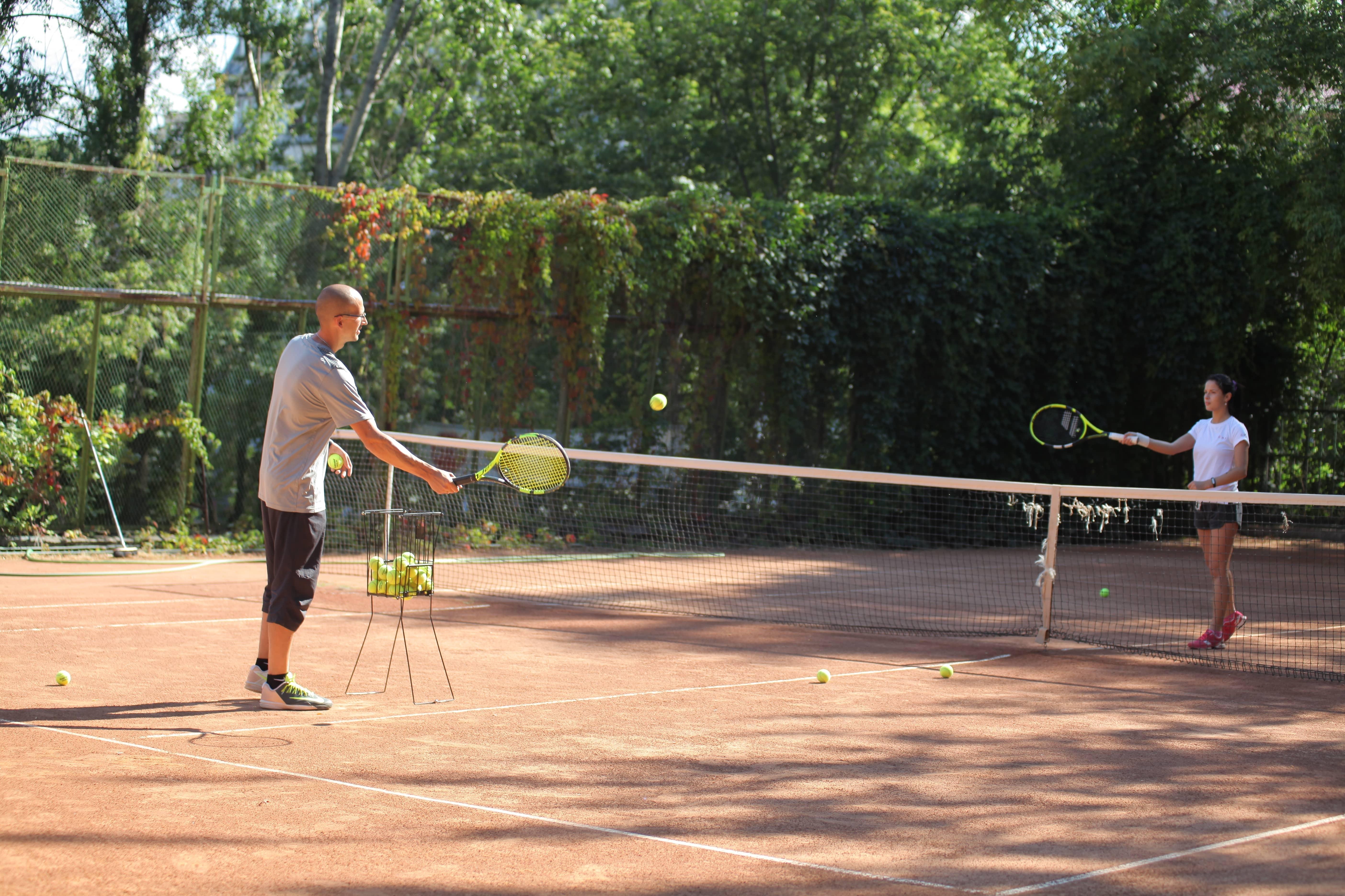 удар справа теннис